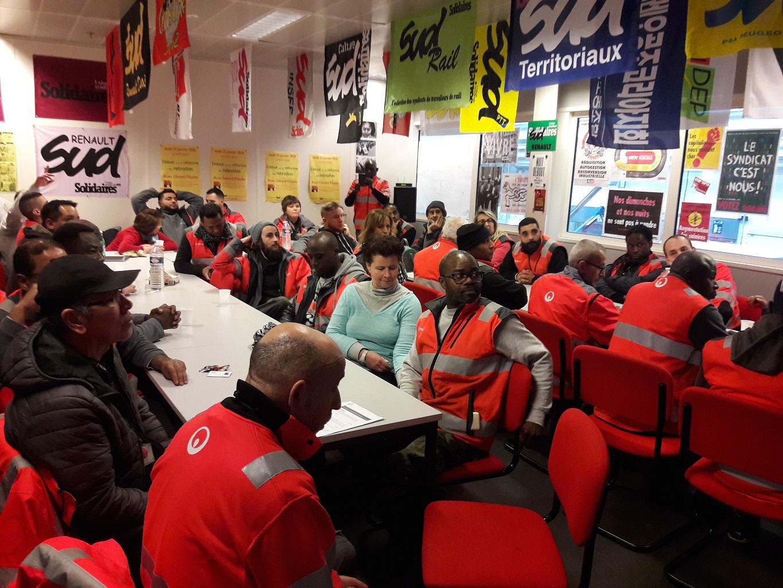 Les salariés de Vestalia réunis en AG dans les locaux de SUD Renault
